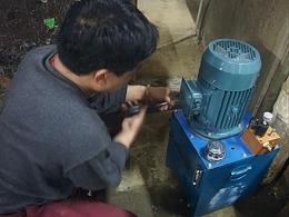 佛山升降平台液压系统维护的细节